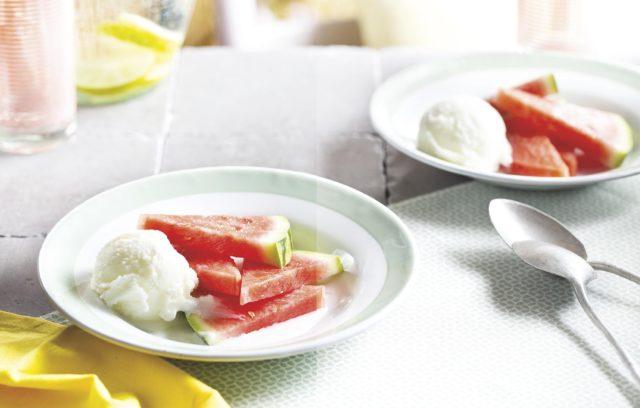 Yoghurtijs met watermeloen