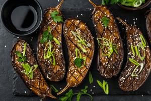 aubergine krokant bakken