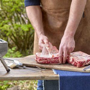 beef short ribs, vlies van het vlees trekken