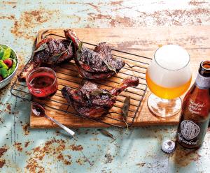 eendenbout met frambozensaus en een biertje van beerwulf op een grillplaat