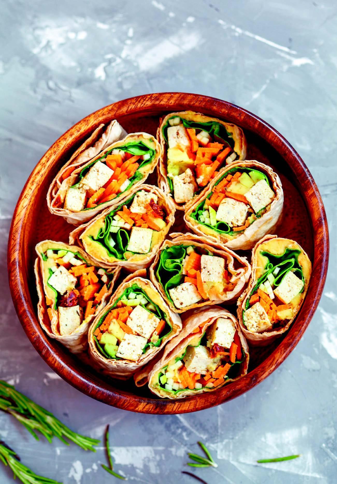 Tortilla met tofu en hummus van witte bonen,