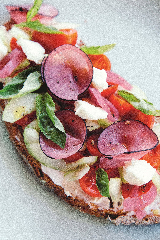 bruschetta met mozzarella en ingelegde groenten