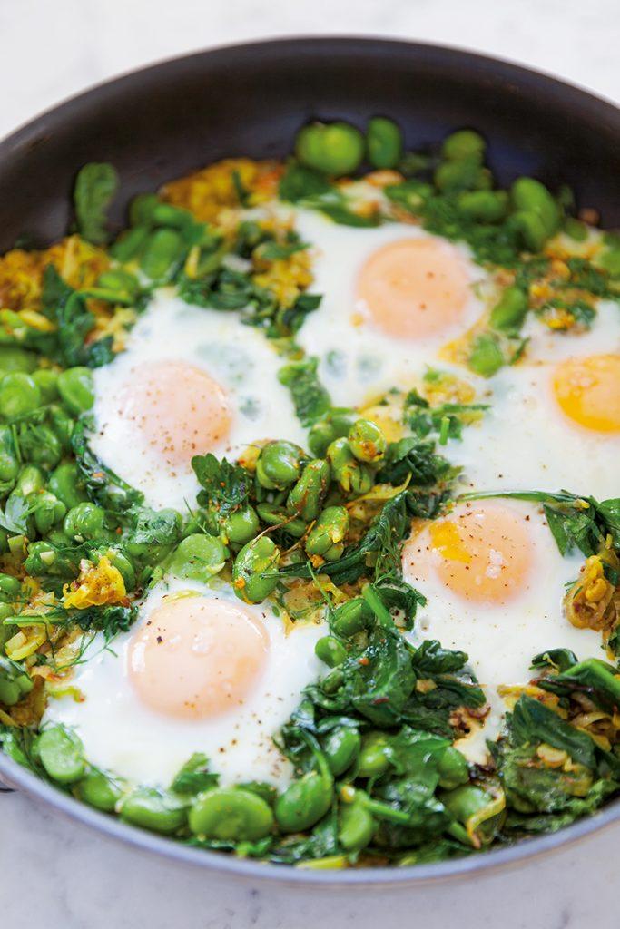 Tuinbonen met eieren (Baghala ghatogh)