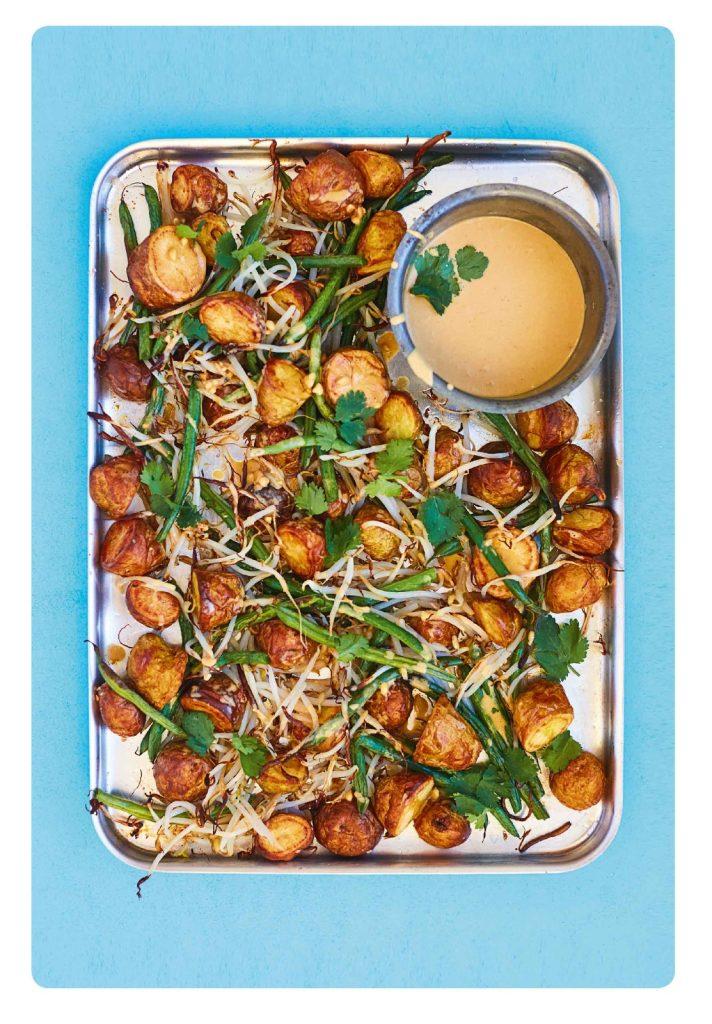 Gadogado: indonesische salade met aardappels, sperziebonen & pindadressing