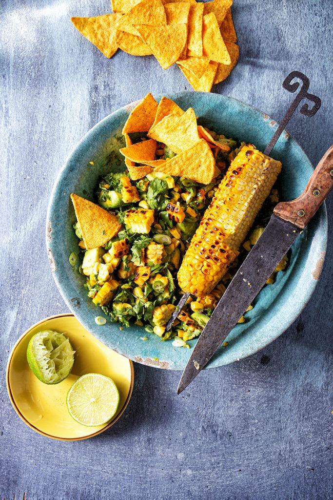 Warme salade met gegrilde maïs en jalapeño