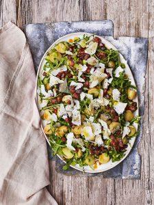 Salade met nieuwe aardappels, tuinbonen en chorizo