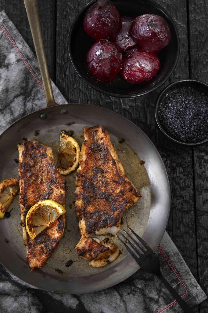 'Blackened fish' met gepofte biet