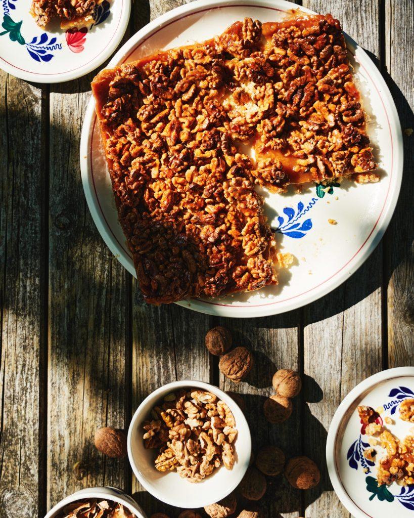 Plaatkoek met walnoten en honing-karamel