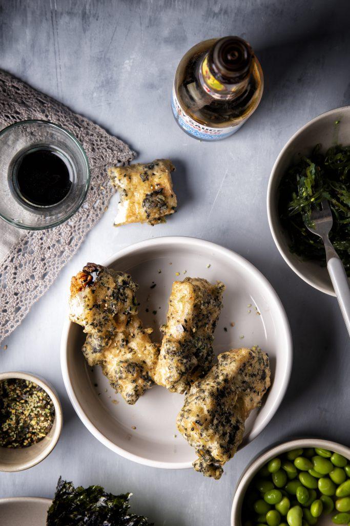 Tofu-beignets in nori-beslag met wakame