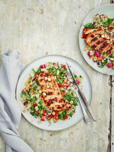Kip met rozenharissa en couscoussalade