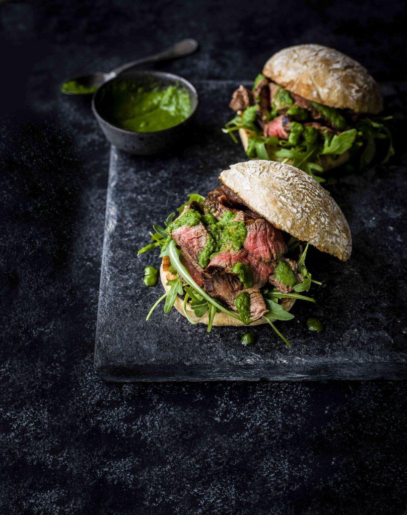 Broodje prego met groene piri-pirisaus
