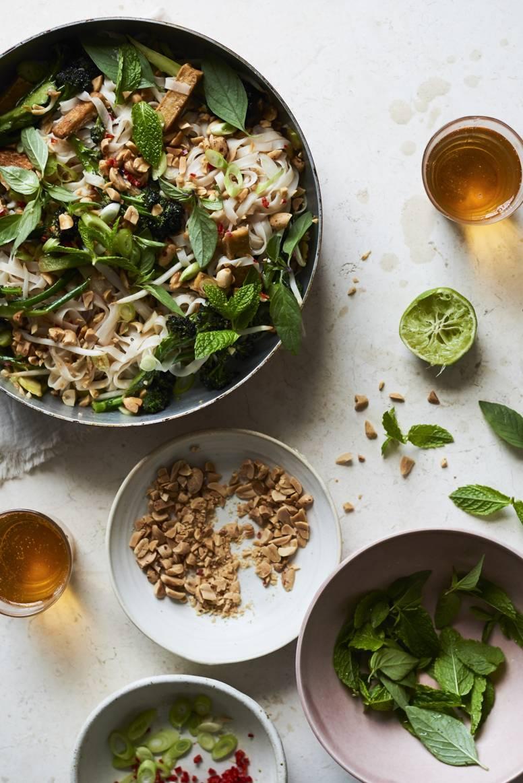 Pad thai met krokante tofu en broccoli