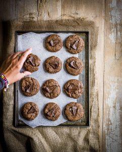 bakken met chocolade Chocoladekoeken met Toblerone