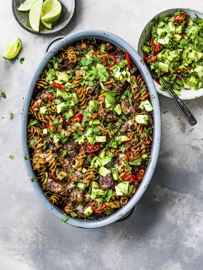Mexicaanse pastaschotel met gestoofd rundvlees