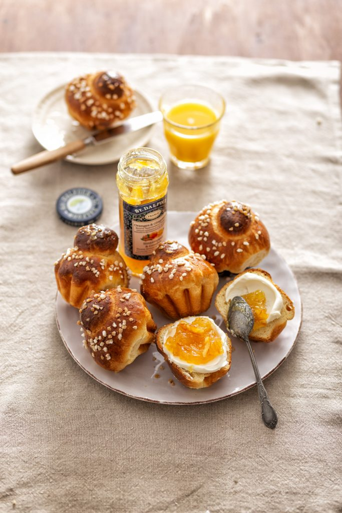 Mini-brioches met sinaasappel-gemberspread