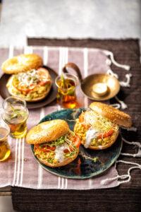 Recepten met kikkererwten: Bagel met kikkererwtensalade